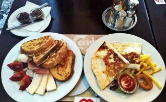 Le Petit Bistro doručak u podne