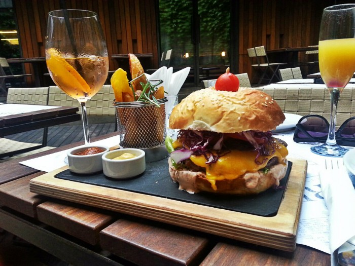 Ludost burger - najbolji u gradu!