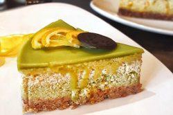 Homemade presna torta limun matcha