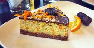 Homemade raw torta urma-pomorandza
