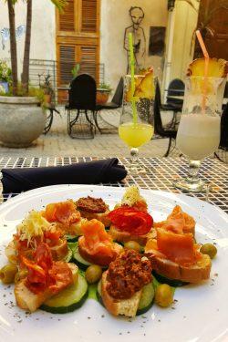 Mix tapasa u restoranu El Figaro