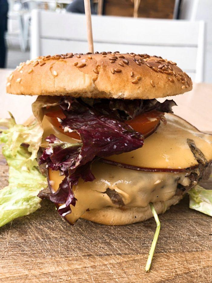 Magaza Black Angus burger